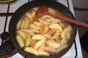 Frau-Hoffmanns-Apfelkuchen-Ahornsirup-Frosting-3