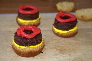 Frau-Hoffmanns-Burger-Cupcakes-2